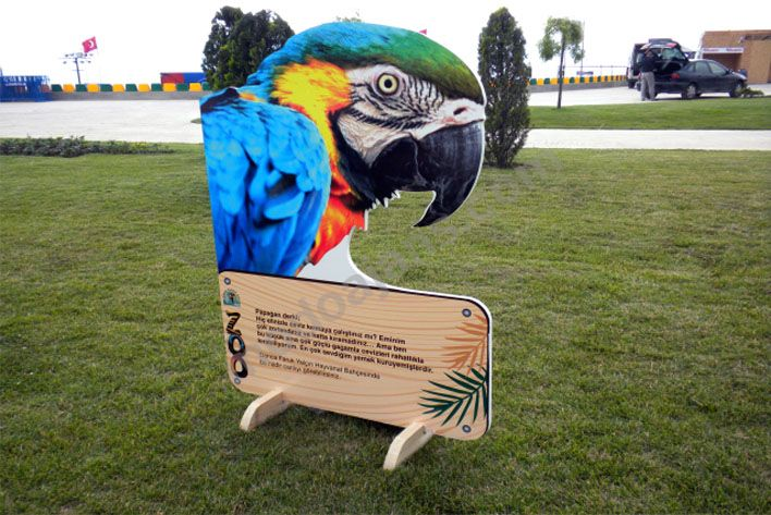 Park Bahçesi İçin Ayaklı Bilgi Panosu