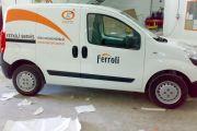 Araç Üzerine Sıtıkır Logo Yapıştırma